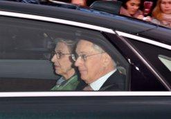 Герцога Глостера, 74-летнего двоюродного брата королевы, сопровождала его жена Биргитта