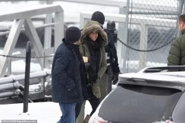 23403696-7887419-Meghan_seemed_relaxed_and_happy_as_she_walked_toward_the_plane_t-a-7_1579057722369