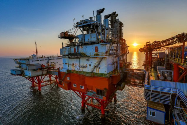 OMV Petrom морские сооружения в Черном море. OMV намерена стать менее зависимыми от своей роли как переплавлять и дистрибьютора, и уделяет больше внимания разведке и добыче.