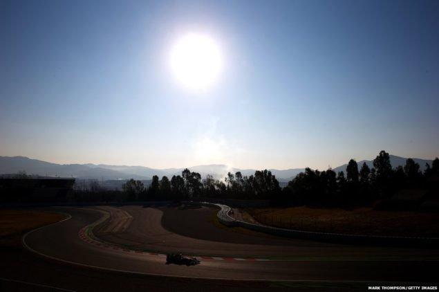 """""""Формула 1"""" водитель Кими Райкконен загоняет свою Ferrari на старт в первый день зимних тестов в Каталунья в Монтмело, Испания"""