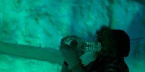 Норвежцы играют на инструментах из льда