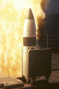 Standard_Missile_III_SM-3_RIM-161_test_launch_04017005