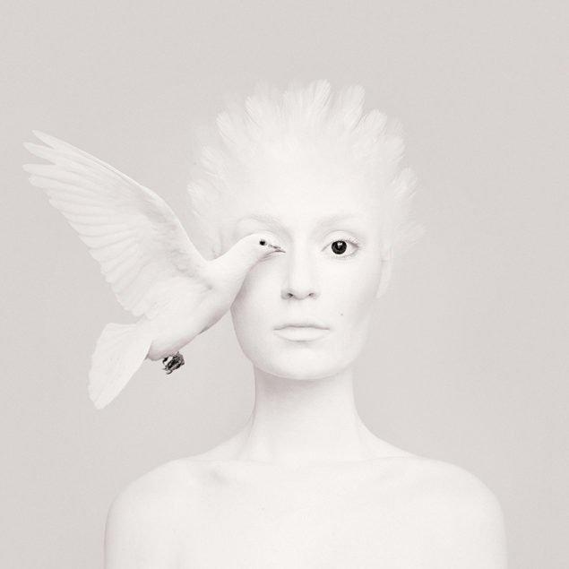 Флора Борсі і голуб