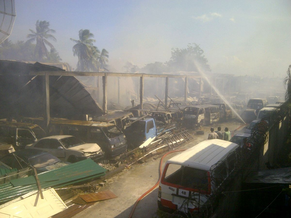 cars gutted as fire destroys akbar auto sales on west coast news source guyana. Black Bedroom Furniture Sets. Home Design Ideas