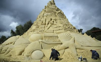 landcastle - PHOTO: See world's highest sandcastle, created in Germany
