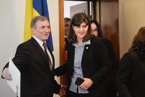 ULTIMA ORĂ. Procurorul general, Augustin Lazăr, a venit din concediu în prima zi de muncă a Laurei Codruța Kovesi