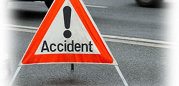 Accident pe Autostrada Soarelui. Un microbuz în care se aflau opt persoane s-a răsturnat, marţi seară, pe Autostrada A2 Bucureşti-Constanţa, după ce un pneu ar fi explodat