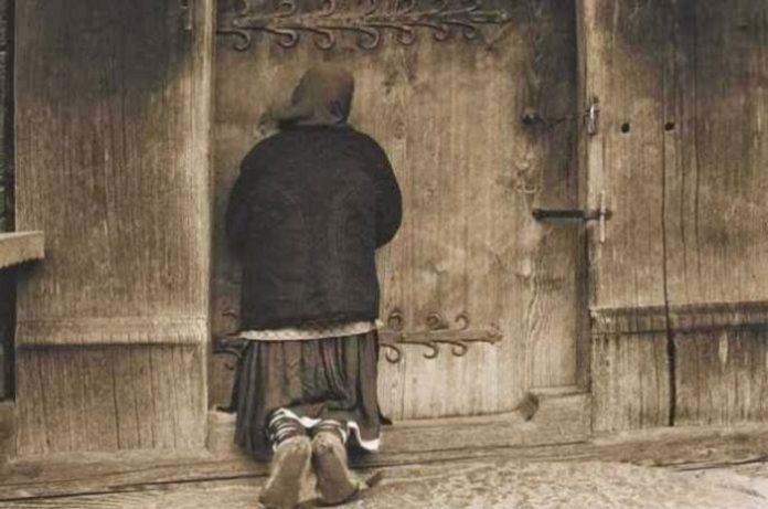 Στις δώδεκα τα μεσάνυκτα χτύπησαν την πόρτα. Ήταν μια γριούλα και ζητούσε …( Αφιερώστε 2 λεπτά και διαβάστε το )