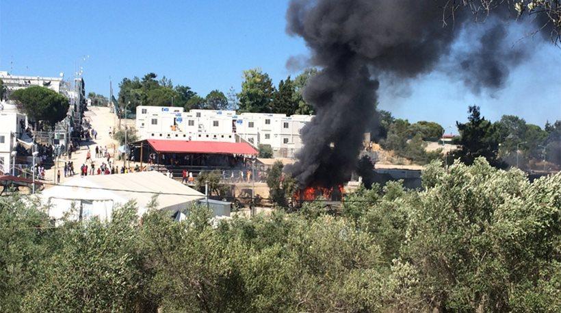 Λέσβος: Επεισόδια στο Κέντρο Υποδοχής στη Μόρια – Έκαψαν κοντέινερ