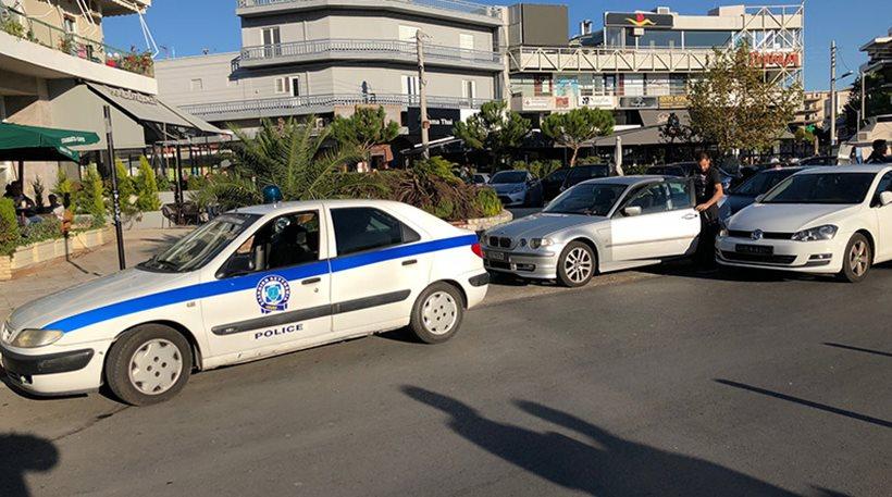 Γλυφάδα: Μαχαίρωσε αστυνομικό και επιχείρησε να «πατήσει» άλλους για μια κλήση