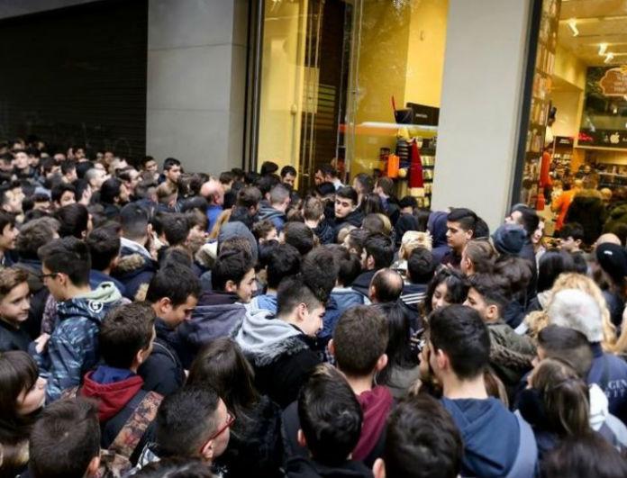«Σεισμός» στην αγορά εν όψει Black Friday: Ποια κορυφαία εταιρεία πουλάει ρούχα με μόλις 5 ευρώ;