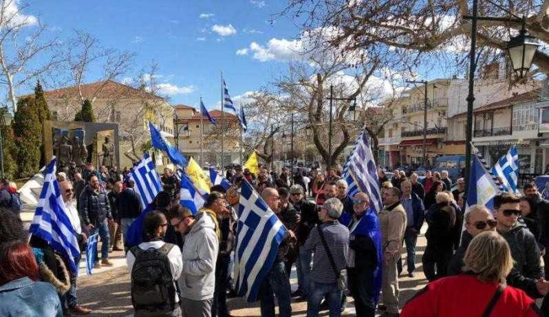 ΒΙΝΤΕΟ-Πολύκαστρο: Αστυνομικοί εμπόδισαν Έλληνες να διαδηλώσουν στα ελληνοσκοπιανά σύνορα