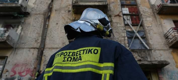 Απίστευτο περιστατικό στην Πάτρα: Οι πυροσβέστες έσβηναν τη φωτιά και οι Ρομά τους έκλεβαν!