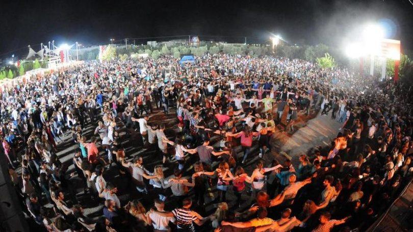 Χαμός με Ικαριώτικο χορό που έγινε παγκόσμιο θέμα
