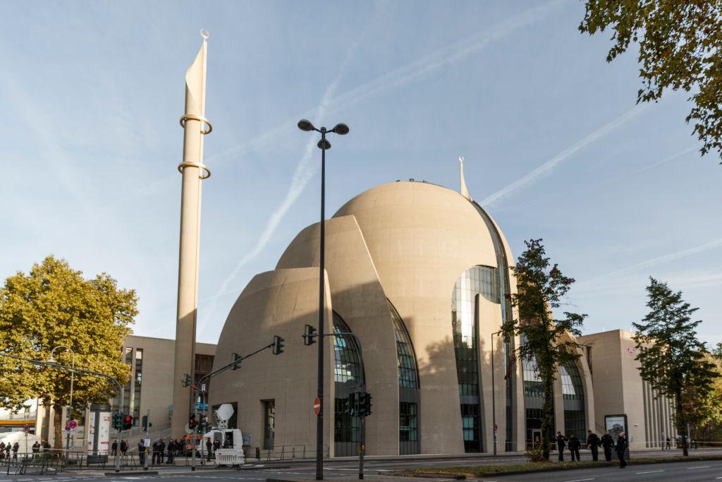 Χτίζουν τζαμιά για να «σβήσουν» την χριστιανική πίστη: Ένα άρθρο που αφορά όλη την Ελλάδα