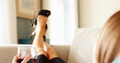 Why liquor and wine make people feel different emotions 1
