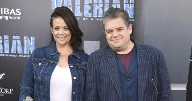 Patton Oswalt, Meredith Salenger tie the knot 3