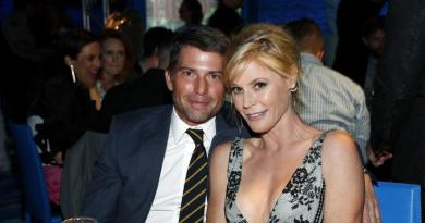 'Modern Family' star Julie Bowen files for divorce from husband 2