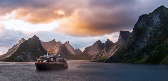 Hurtigruten signs for third hybrid powered expedition ship 8