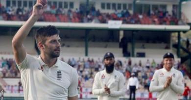 England in West Indies: Mark Wood takes 5-41 as tourists claim 142-run lead 4