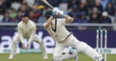 Ashes 2019: Steve Smith frustrates England in Old Trafford Test 4