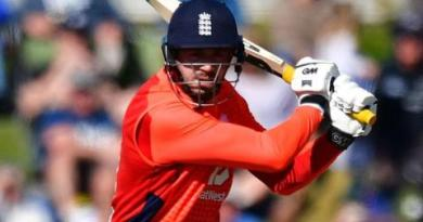 New Zealand v England: James Vince stars in seven-wicket win 1