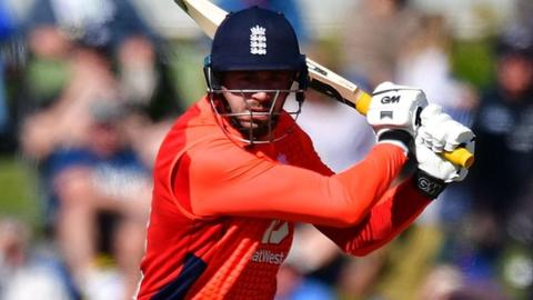 New Zealand v England: James Vince stars in seven-wicket win 12