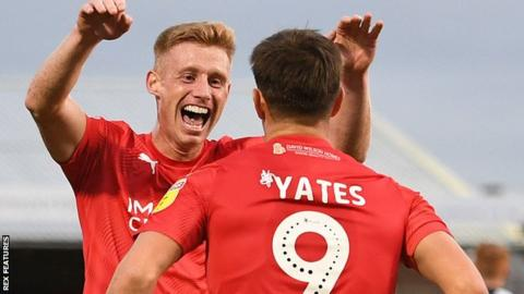 League Two clubs vote to end season, but League One teams fail to decide 1