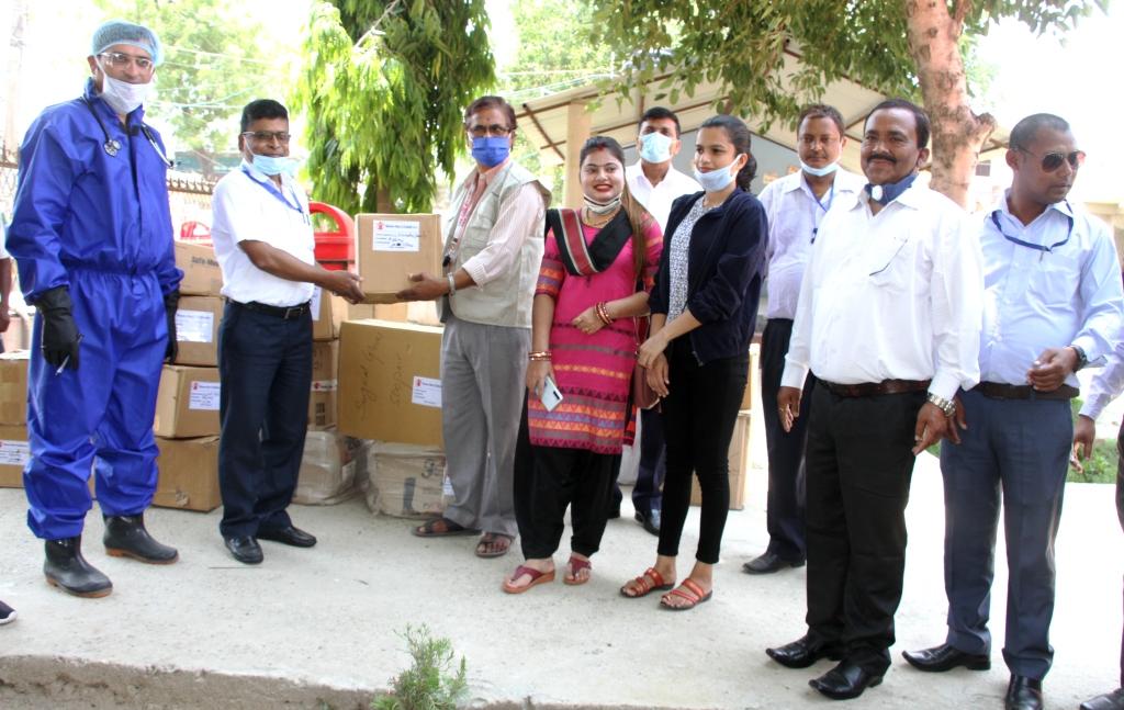 सेभ द चिल्ड्रेनद्वारा साढे छ लाख रुपैयाँको स्वास्थ्य सामग्री सहयोग