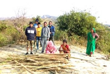 गस्ती बढाउदै बन उपभोक्ता समूह, दैनिक काँचो काठदाउरा बरामद्