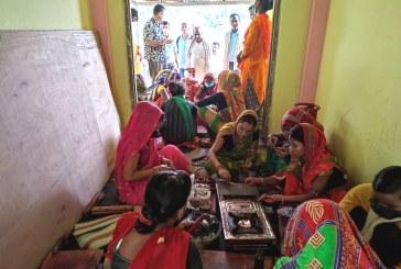 चुरा बनाउने सीप सिक्दै मलेकपुरका बिपन्न दलित महिलाहरू
