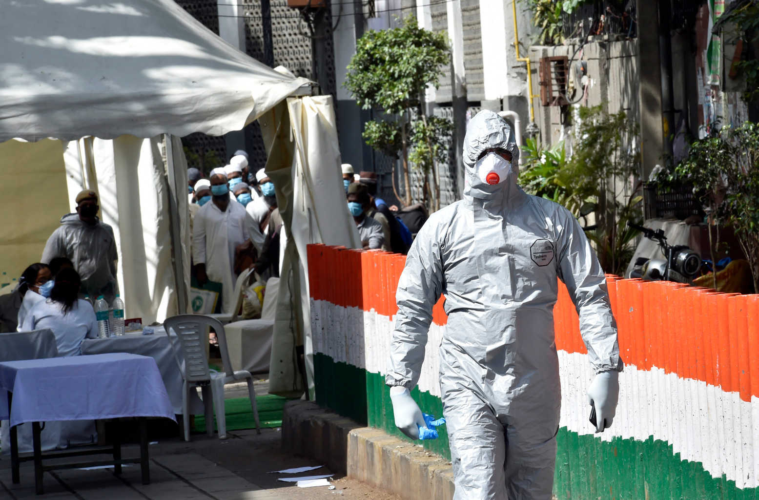 NEW DELHI, INDIA - MARCH 31: A bus driver in a protective suit before ferrying people who took part in a Tablighi Jamaat function earlier this month to a quarantine facility amid concerns of infection, on day 7 of the 21 day nationwide lockdown imposed by PM Narendra Modi to check the spread of coronavirus, at Nizamuddin West on March 31, 2020 in New Delhi, India. (Photo by Ajay Aggarwal/Hindustan Times via Getty Images)