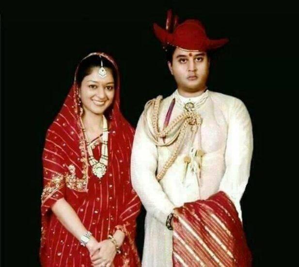 दुनिया की 50 खूबसूरत महिलाओं में शुमार है ज्योतिरादित्य की पत्नी, देखते ही सिंधिया हो गए थे फ्लेट :- कांग्रेस छोड़ने के एक दिन बाद ही ज्योतिरादित्य सिंधिया बुधवार को नई दिल्ली में पार्टी