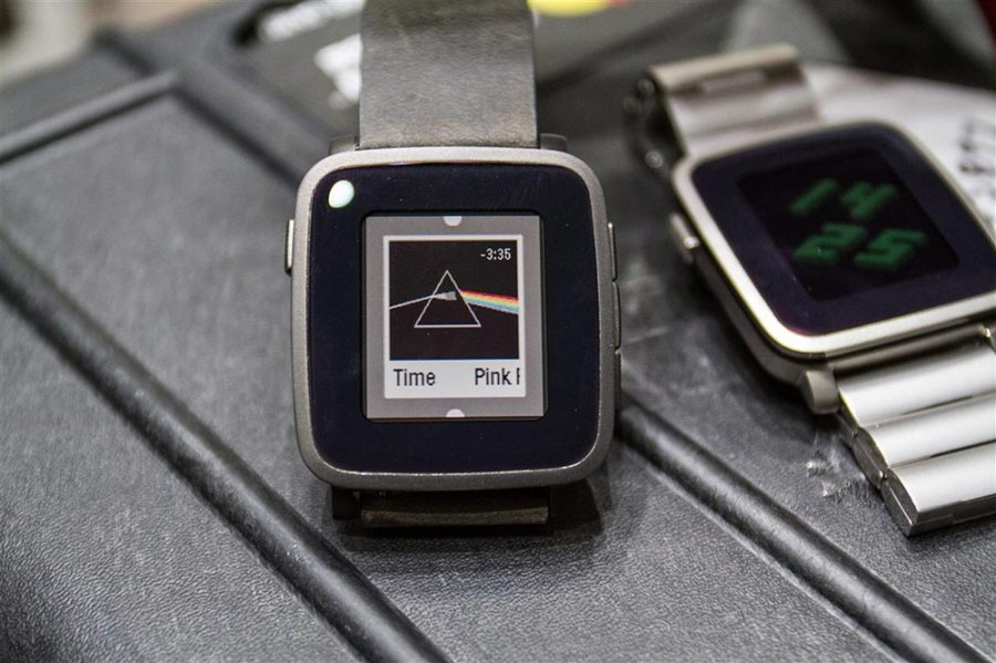 Comparison between Pebble Time (original) and Pebble Time Steel
