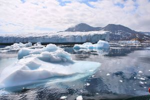 Greenland experiences massive ice melt