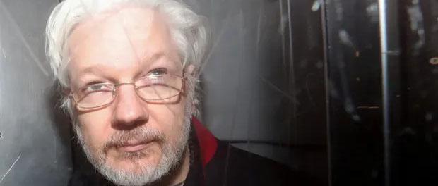 Donald Trump 'offered Julian Assange a pardon if he denied Russia link to hack'