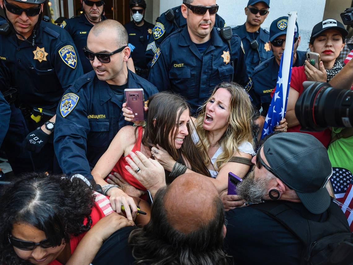 Dozens of MAGAts and COVIDIOTS arrested at CA Capitol