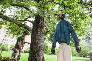 Gun Nuts hang an effigy of Kentucky Gov. Andy Beshear