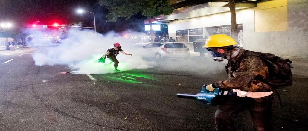 Leaf-blower Wars: Men with leaf blowers blew tear gas away in Portland