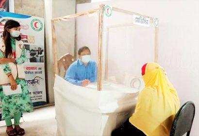 রেড ক্রিসেন্ট চট্টগ্রামের 'ফ্লু কর্ণার ও ইনভেস্টিগেশন সেল' চলছে