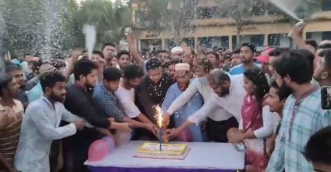 বিরামপুরে কেক কেটে সাবেক কেন্দ্রীয় ছাত্রলীগ নেতার জন্মদিন পালন