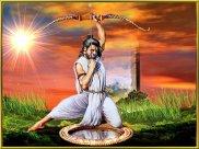 Rama betrachtet sich im Spiegel