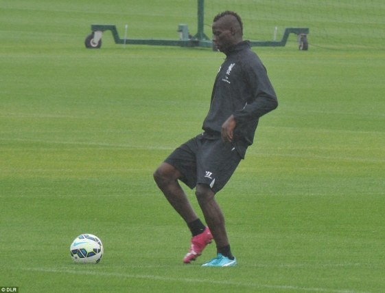 balotelli-liverpool-training-newswirengr-6
