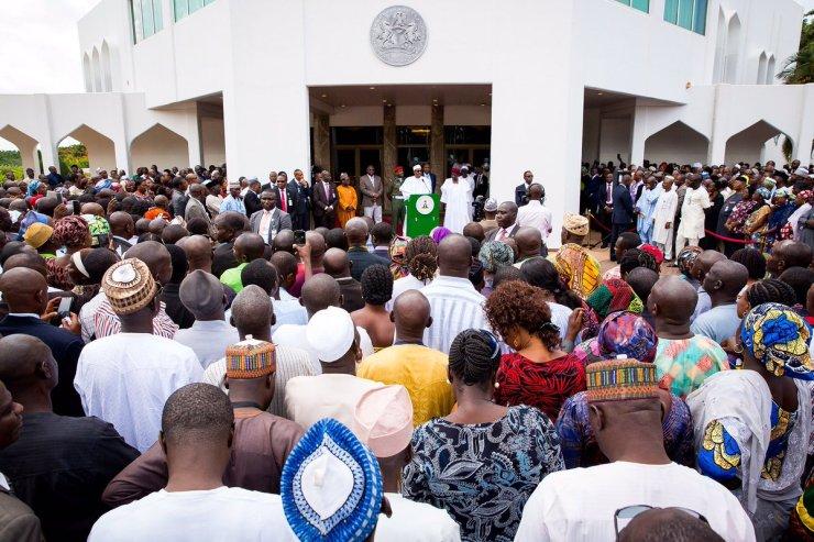 Buhari addressing workers crowd