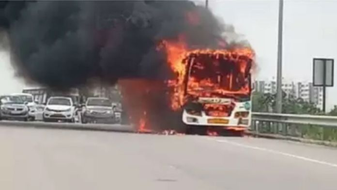 bus-in-fire-on-outer-ring-road