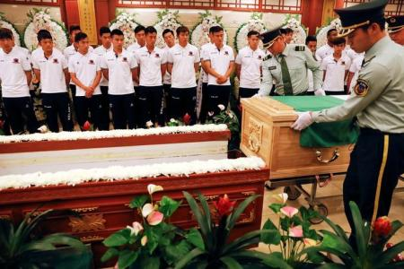 Chinese club holds memorial for Tiote