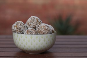 low FODMAPs Christmas nibbles protein balls