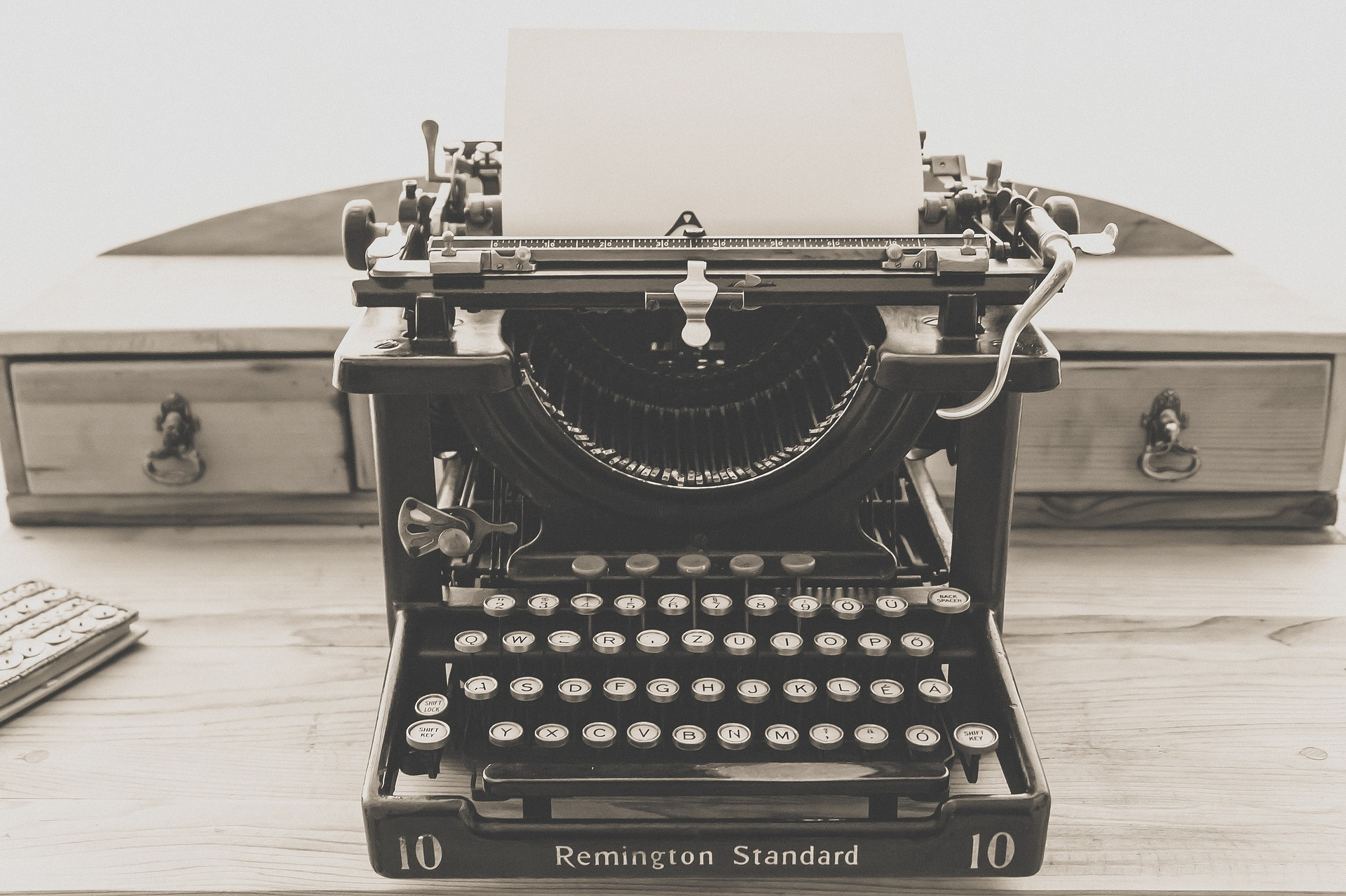 updating your old content - vintage typewriter