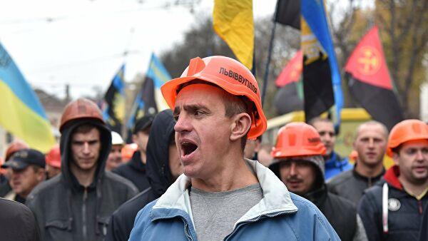 Украинские шахтеры перекрыли несколько трасс из-за долгов по зарплате