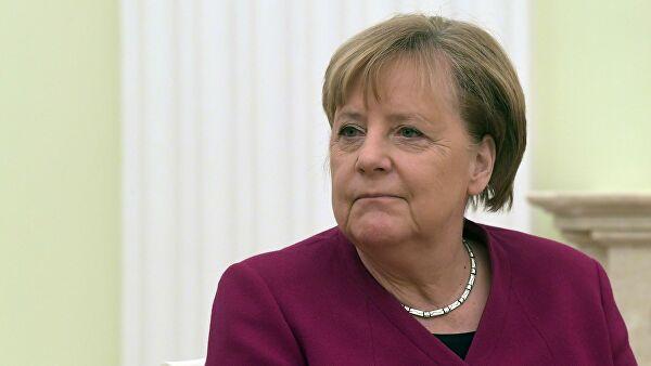 """Меркель и Курц обсудили в Берлине бюджет ЕС и миссию """"София"""""""